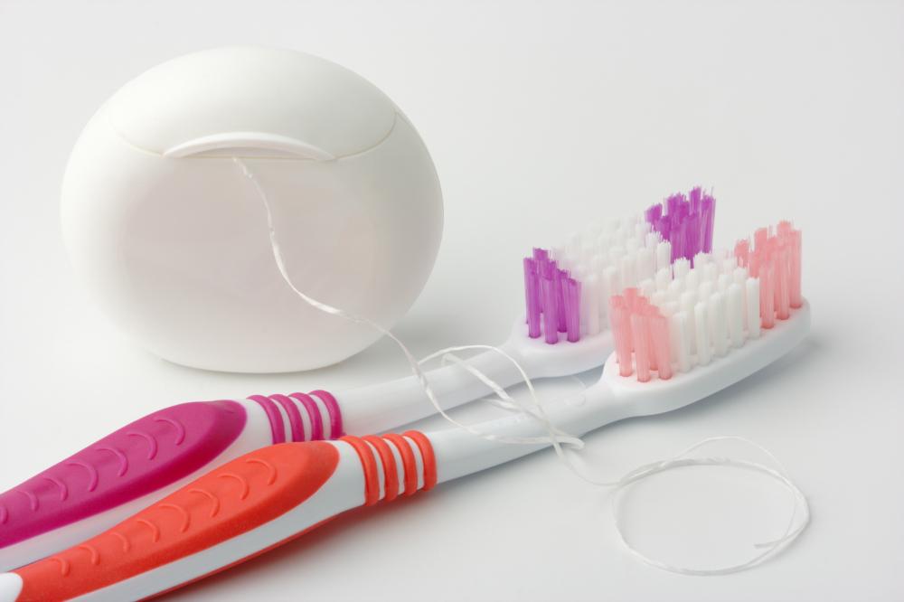 اول مسواک یا نخ دندان